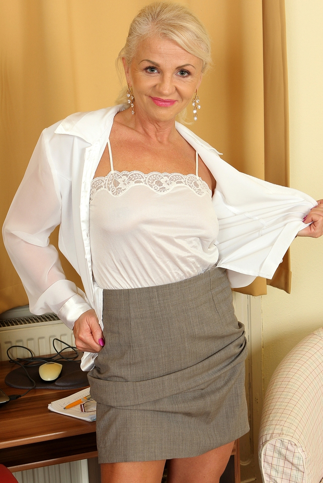 Unsere reale Cougar Janette will ihr körperliches Vergnügen.