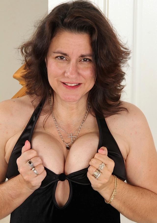Unsere wuschige Hausfrau Tatjana möchte ein wildes Verhältnis.