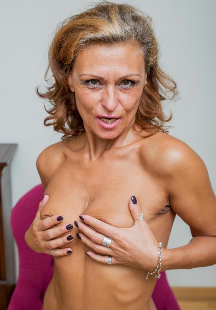 Erotische Damen wollen ein reizendes Vergnügen.