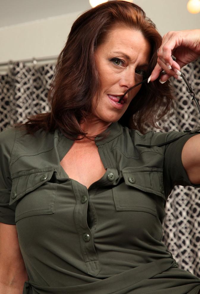 Unsere geile Hausfrau Brigitte braucht ihr reizendes Erlebnis.