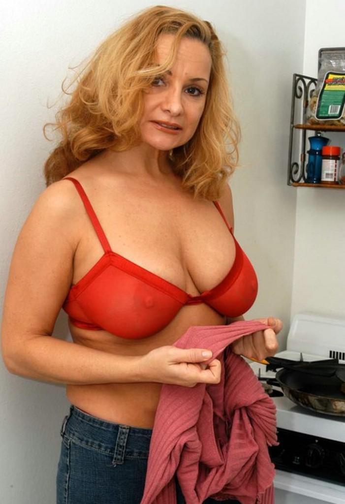 Unsere sexy Gilf Saskia sucht ihr privates Verhältnis.