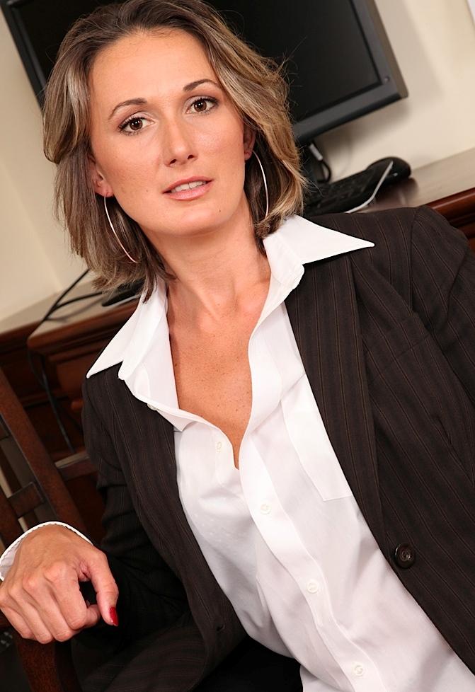 Unternehmenslustige Hausfrauen aus Deiner Umgebung verführen.