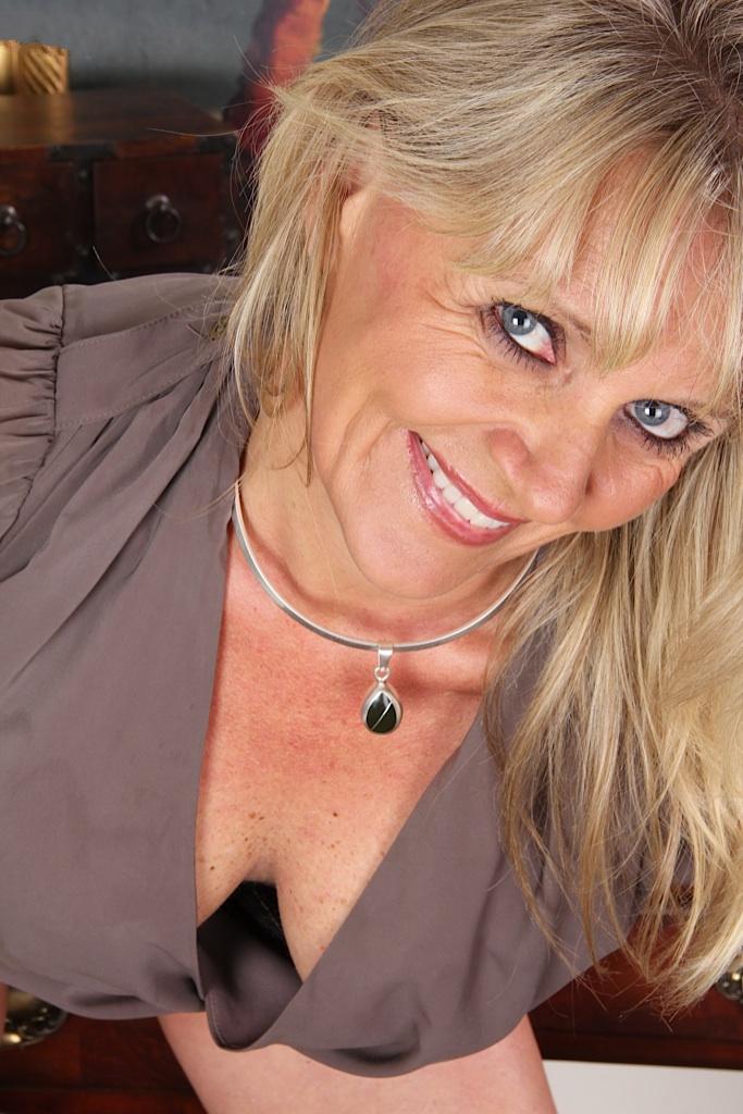 Die hier zu sehende zeigefreudige Gilf Ellen möchte ihr liebevolles Verhältnis.