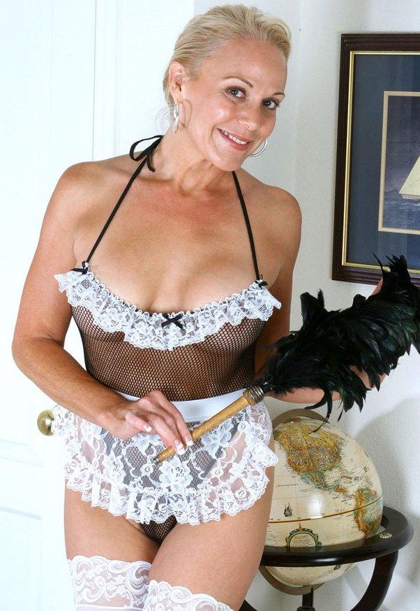 Die hier zu sehende erotische Ehefrau Inge möchte ihr wildes Verhältnis.