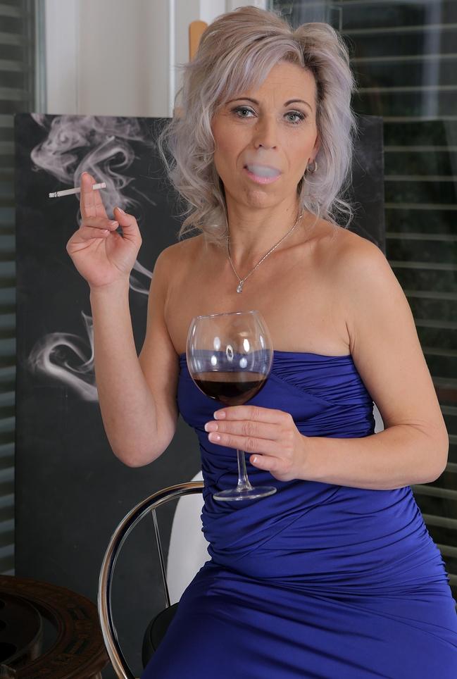 Attraktive Ehefrau möchte ihr erotisches Vergnügen.