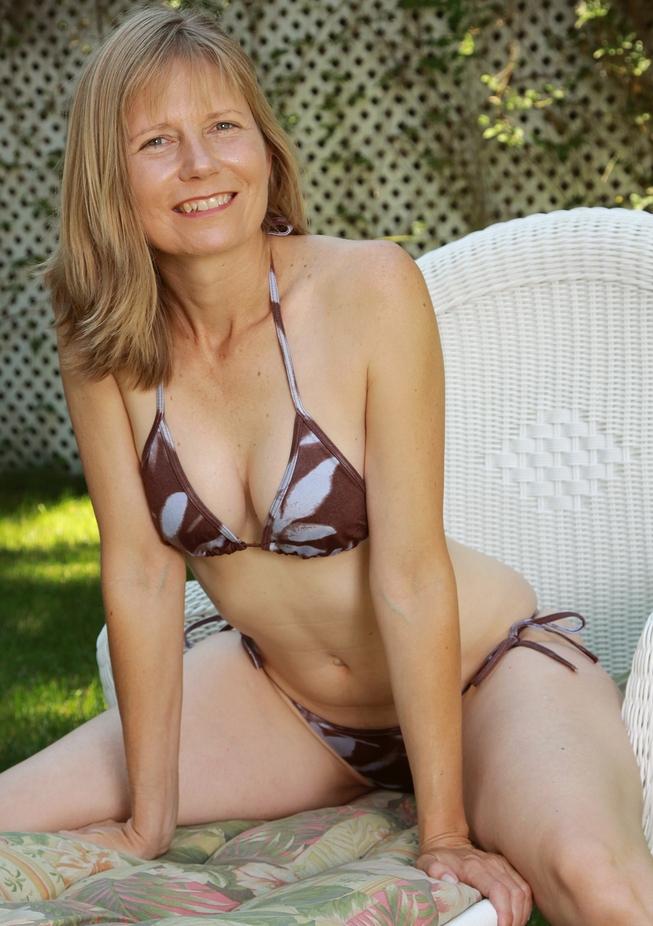 Die aufgeschlossene Frau Karen möchte ihr leidenschaftliches Abenteuer.