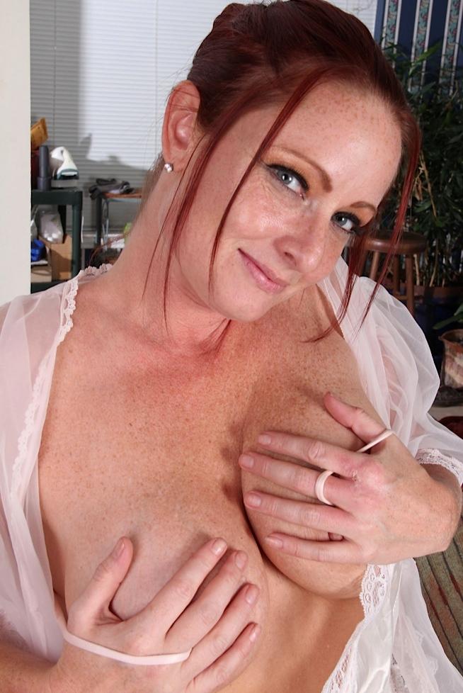 Die naive Ehefrau Susan hat Lust auf ein privates Verhältnis.