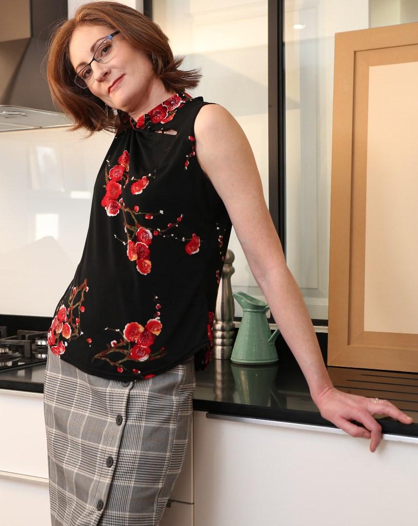 Wuschige Hausfrau will ein dauerhaftes Vergnügen.