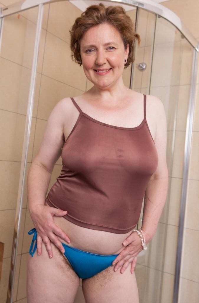 Die charmante Hausfrau Jessica möchte ihr sinnliches Erlebnis.
