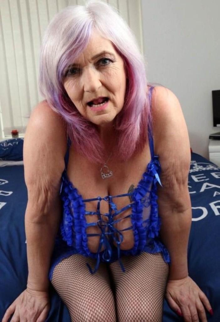 Erotische Cougar will ihr lüsterndes Verhältnis.