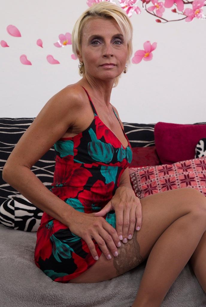 Die heisse Cougar Ivonne will ihr sinnliches Vergnügen.