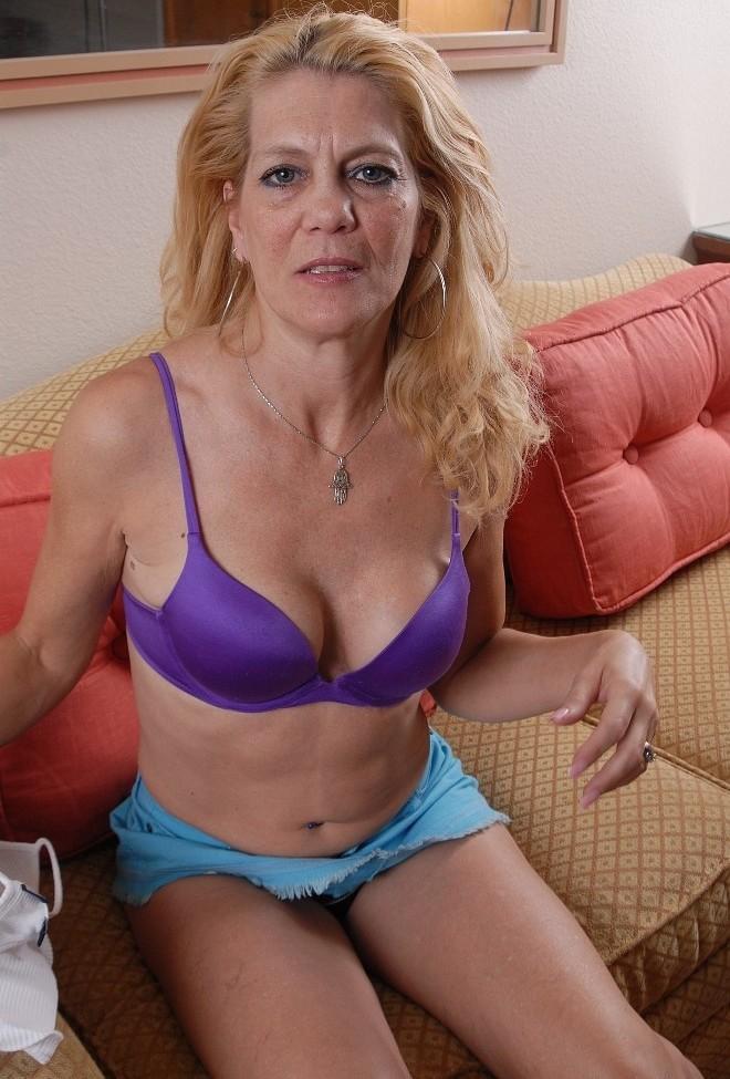 Neugierige Hausfrau gleich noch privat treffen.