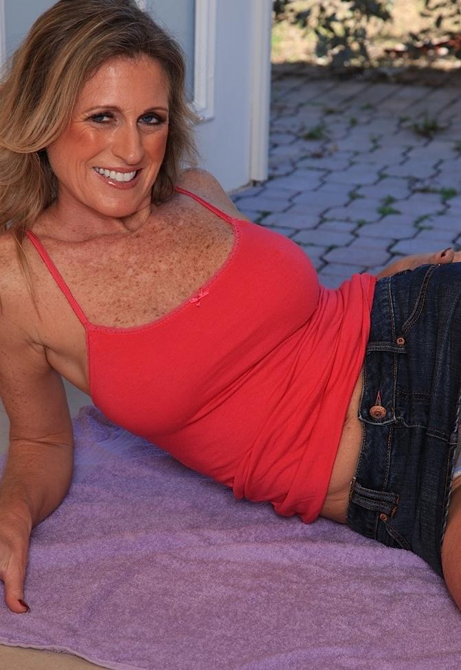 Sexy Sexfrauen suchen ihr körperliches Vergnügen.