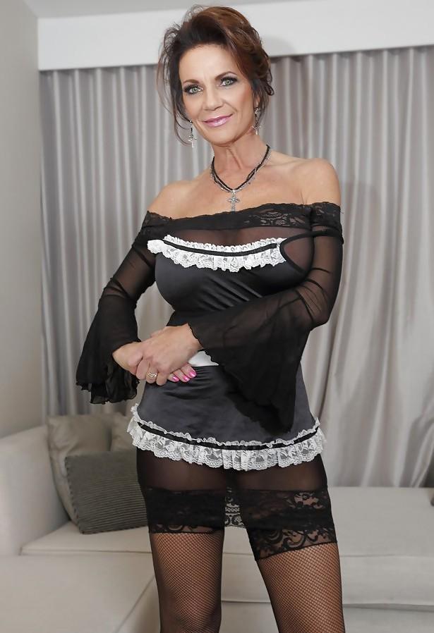 Die willige Ehefrau Barbara hat Lust auf ihr frivoles Vergnügen.